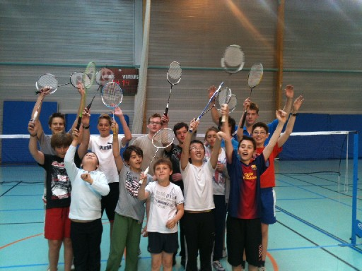 equipe jeunes badminton lesquin